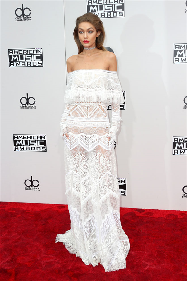 Gigi Hadid'in AMAs 2016 Stili