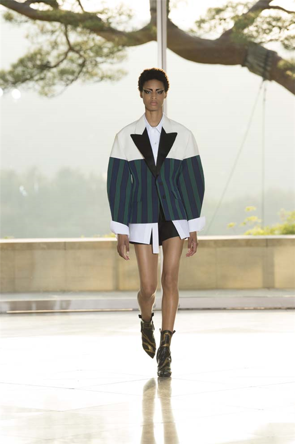 Louis Vuitton Resort 2018 Defilesi