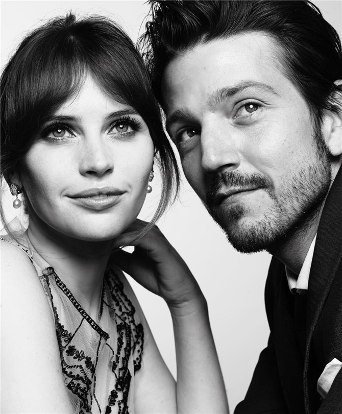 Felicity Jones ve Diego Luna